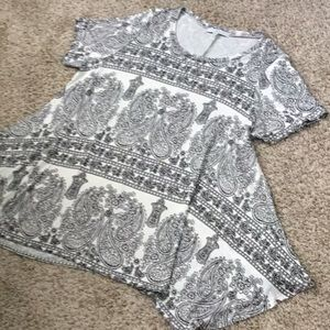 White Print Tunic Top Size 1X by Fever